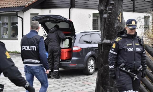BOLIGEN: Politiet er utenfor boligen til ekteparet Hagen i Sloraveien på Lørenskog. Foto: Lars Eivind Bones / Dagbladet