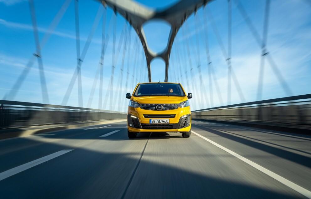 <strong>ELVAREBIL:</strong> - Vi tror at denne bilen vil passe svært godt både til varelevering og håndverkere, sier importøren om nye Open Vivaro-e. Foto: Opel.