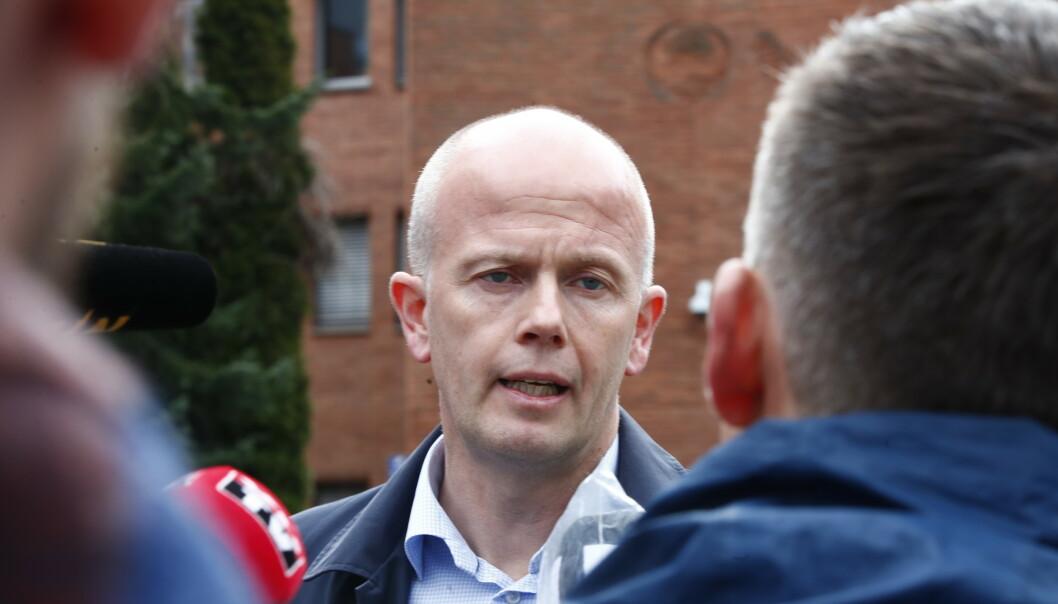 Tom Hagens advokat Svein Holden ved politistasjonen på Lillestrøm. Foto: Terje Pedersen / NTB scanpix
