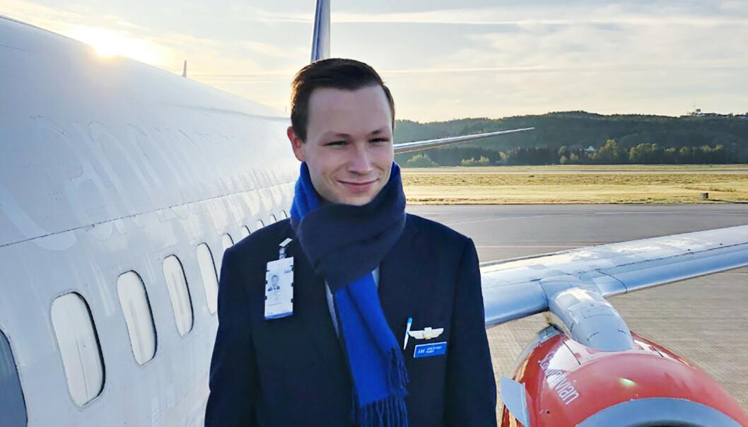 <strong>DYSTERT:</strong> Vidar Skjevling har jobbet fire år som flyvert i SAS. Nå frykter han å miste det han selv betegner som sin drømmejobb. Foto: Privat
