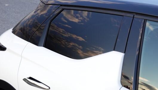 UFF DA: Trekanten i forkant av vinduet hindrer utsikt for de mindre baksetepassasjerene. Foto: Fred Magne Skillebæk