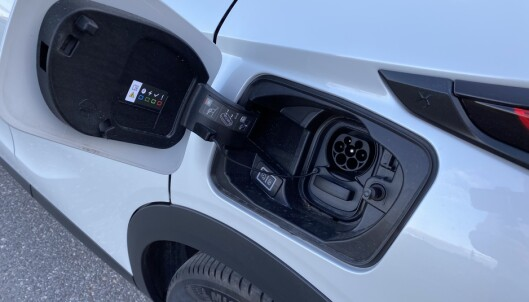 LADELUKEN: Bilen støtter CCS ladestandard, og ladeluken sitter over venstre bakskjerm. Foto: Fred Magne Skillebæk