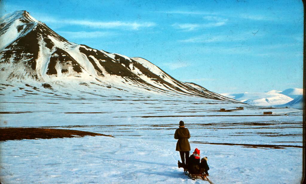 NATURSKJØNT: Heidi Sævareids besteforeldre bodde på Svalbard, i en tid da samfunnet var helt avstengt fra omverdenen i vinterhalvåret. Deres historie er utgangspunktet for forfatterens første roman for voksne. Foto: PRIVAT