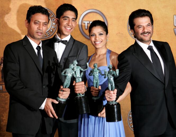 <strong>DØD:</strong> Onsdag kom nyheten om at Bollywood-stjernen Irrfan Khan (t.v.) har gått bort. Her avbildet med Dev Patel, Freida Peinto og Anil Kapoor. Foto: NTB Scanpix