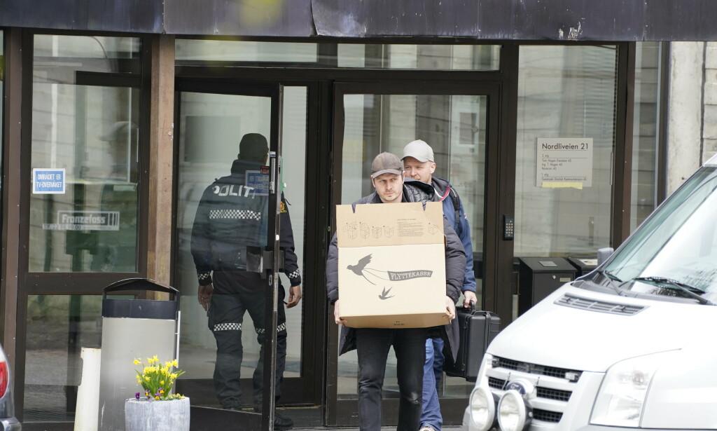 BESLAG: Politiet gjorde flere beslag på Hagens arbeidsplass tirsdag. Foto: Hans Arne Vedlog / Dagbladet