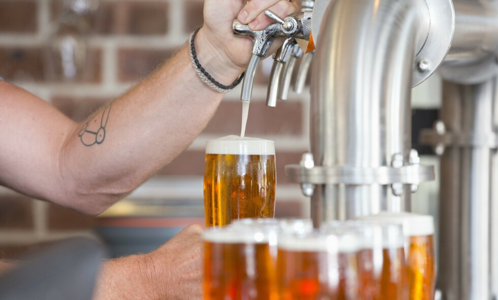 SERVERING: Oslo kommune letter nå på restriksjonene på alkoholservering. Illustrasjonsfoto: Rex/ NTB Scanpix