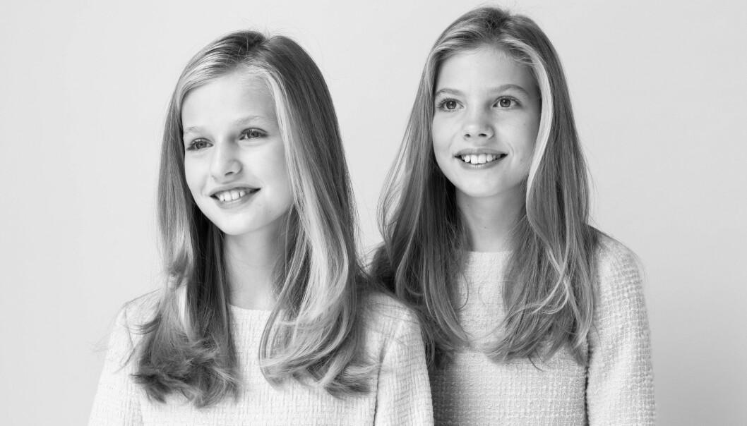 <strong>LIKE:</strong> Til tross for at fremtiden til søstrene ser nokså ulik ut, er de fremdeles like i utseende. Foto: Estela de Castro / NTB Scanpix