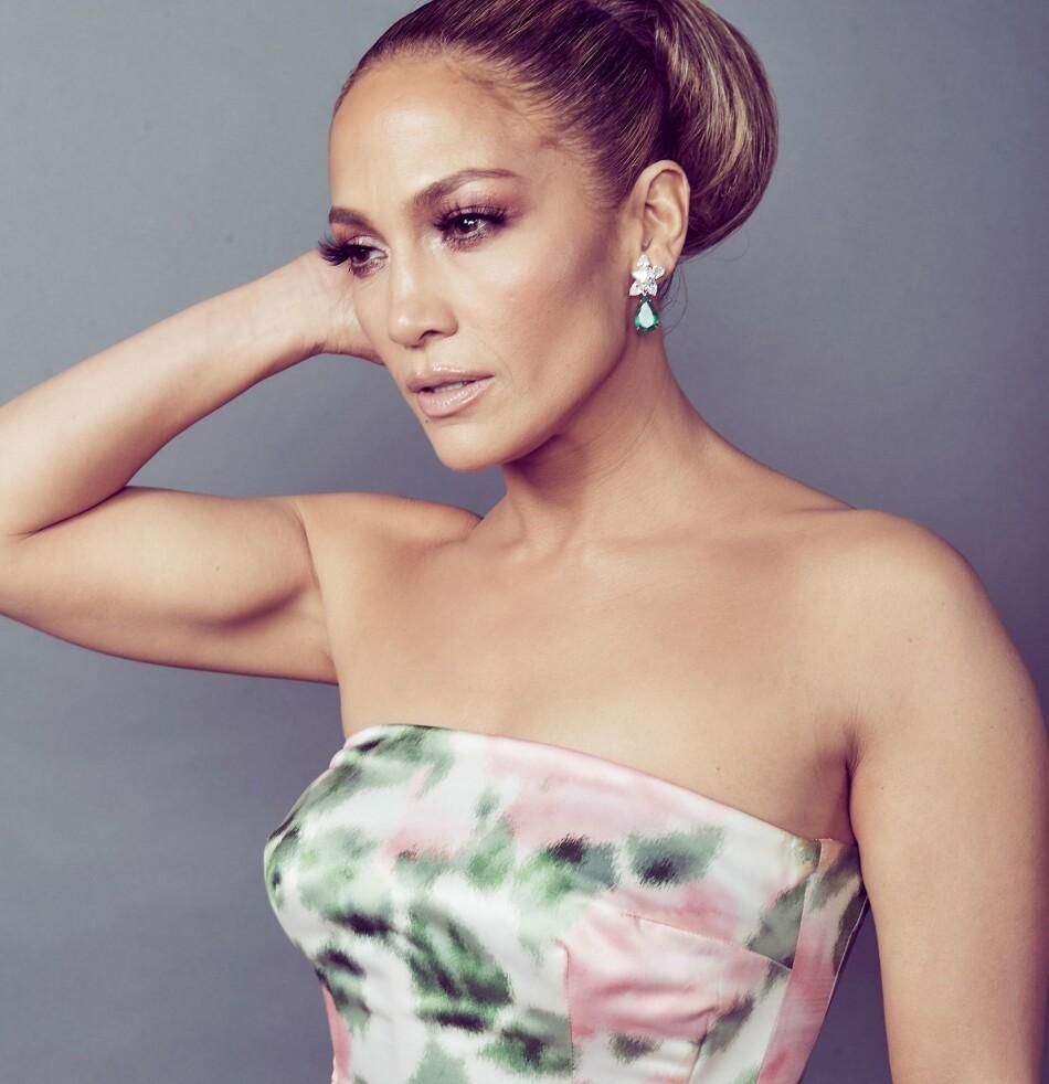 ON FLEEK: Jennifer Lopez (50) overlater ikke mye til tilfeldighetene når det gjelder eget hår. En ny mer avslappet look skaper likevel stor entusiasme blant fansen. Foto: NTB Scanpix