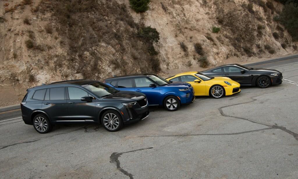 WORLD CAR OF THE YEAR: Kia Soul EV (to f.v.) og Porsche (representert av både 911 (gul bil), men først og fremst elektriske Taycan) tilbyr brennhete norgesbiler, som vant prestisjepriser på World Car Awards i april. Foto: WCOTY