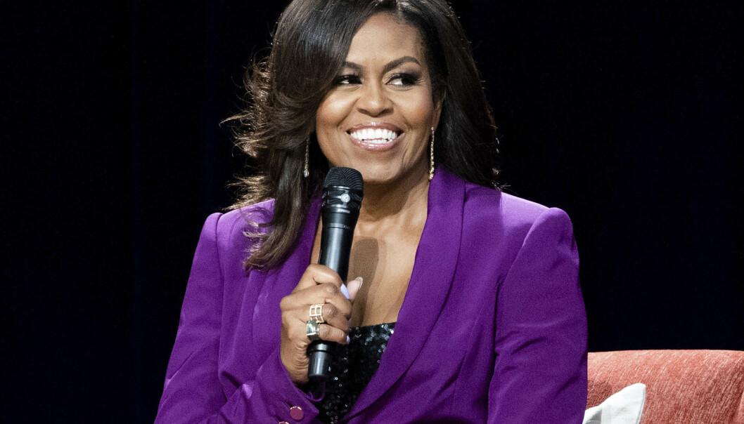FOR FANSEN: I en ny dokumentar på en 1,5 time får vi følge Michelle Obamas på bokturneen for hennes egen bestselgende bok. Foto: NTB Scanpix