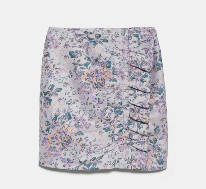 Mønstrete  miniskjørt  (kr 360,  Zara).