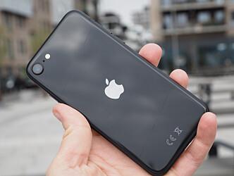 <strong>KLASSIKER:</strong> iPhone SE har det klassiske iPhone-designet fra noen år tilbake. Foto: Kirsti Østvang