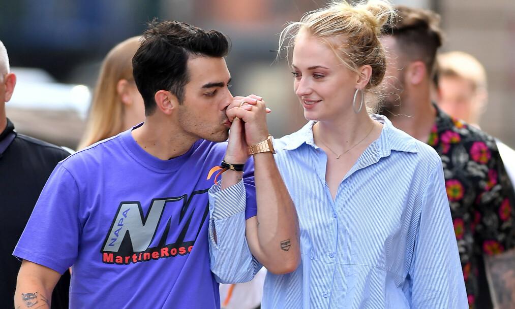 <strong>GIFT:</strong> Joe Jonas og Sophie Turner overrasket alle da de plutselig giftet seg i Las Vegas i fjor. Nå avslører hun date-kravet hun stilte til Joe. Foto: NTB scanpix