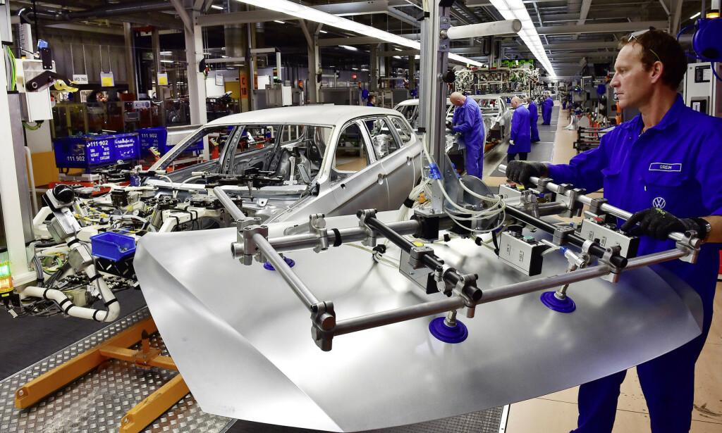 AVANSERT: Dagens biler er en miks av mange materialer for å lage harde og myke soner. For å få ned utslipp, brukes så lette materialer som mulig. En ny studie viser at det ikke nødvendigvis er riktig på elbilene i fremtiden. Foto: Volkswagen