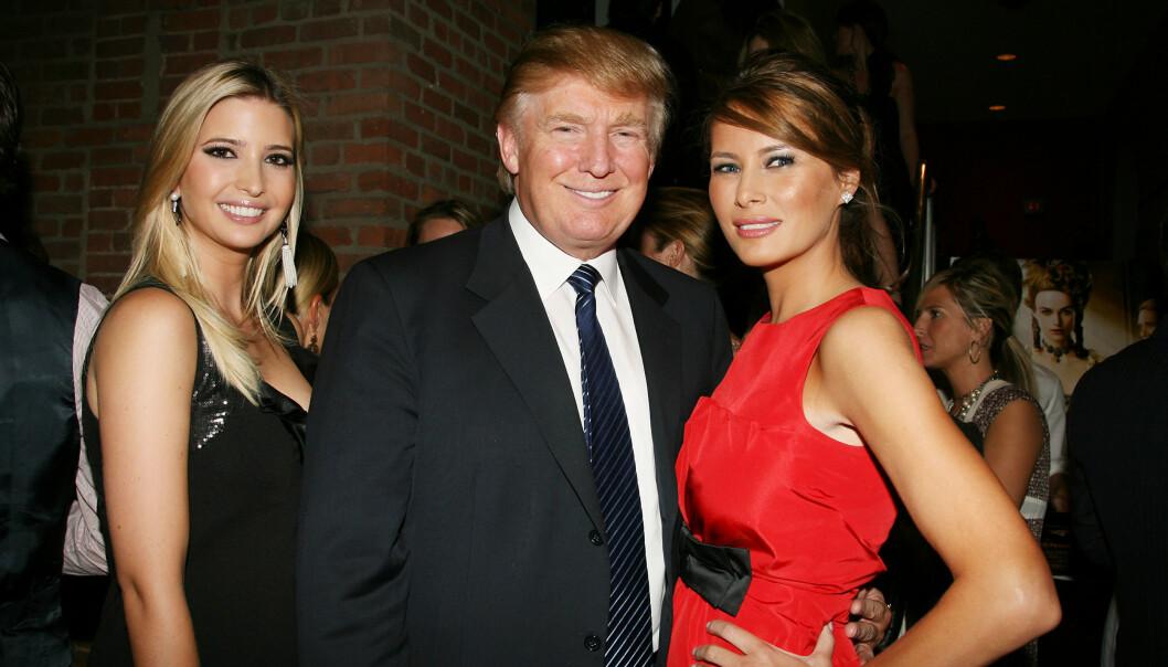 TRUMPS KVINNER: Trumps datter Ivanka Trump, Donald Trump og kona Melania Trump fotografert i forbindelse med filmpremieren til The Duchess i september 2008. Foto: NTB Scanpix
