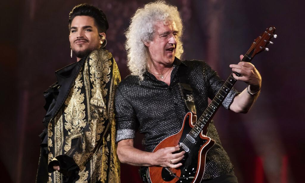 PÅ SYKEHUS: Queen-gitarist Brian May (t.h.) endte på sykehus etter hagearbeid. Her sammen med bandets nåværende vokalist, Adam Lambert. Foto: Charles Sykes/Invision/AP, File)