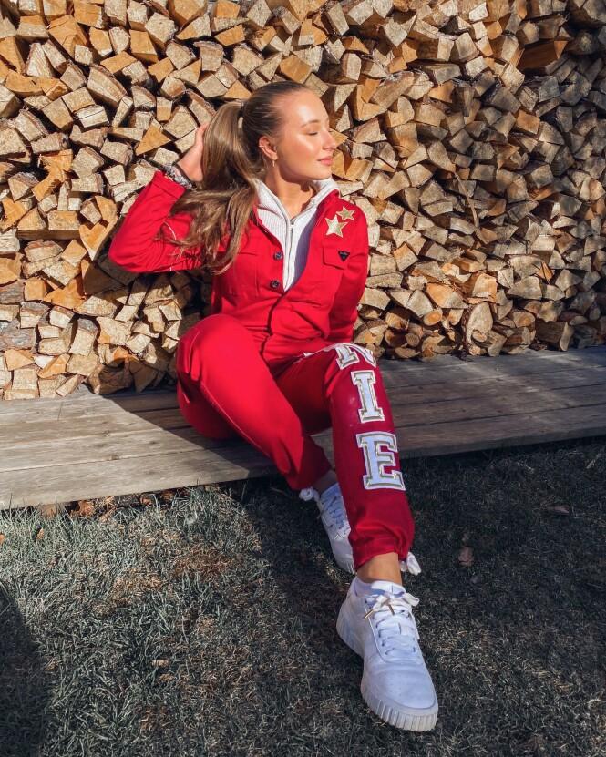 <strong>TAR DET ROLIG:</strong> Influenser Jennie Sofie forteller at russefeiringen blir annerledes, men at hun trolig ikke ville ha hatt hæla i taket uansett. Foto: Privat