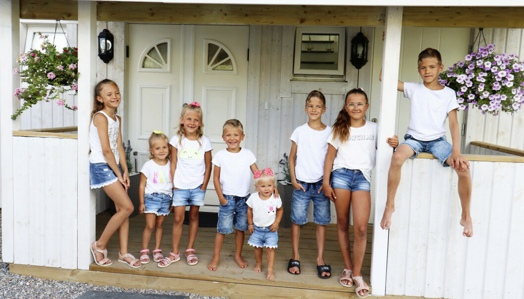 <strong>HERLIG GJENG:</strong> Du kan følge livet til mamma Satu og barna Vanessa (11), Celina (4), Olivia (7), Kevin (5), Isabelle (4), Danilo (9), Nicole (12) og Danilo (9) på bloggen hennes, mybabydolls.se. Foto: Media Drum World/ Satu Nordling Gonzalez