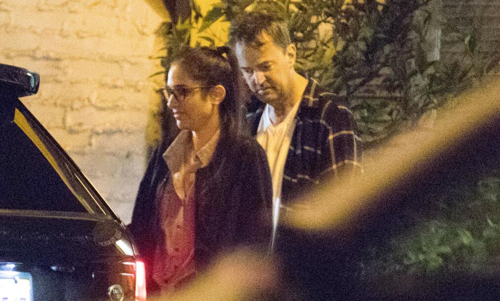 <strong>SLUTT:</strong> Her er Matthew Perry avbildet med Molly Hurwitz i november under et restaurantbesøk. Foto: Mega/ NTB scanpix