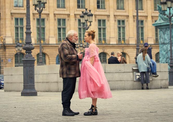 <strong>MOTSPILLERE:</strong> Danske Kim Bodnia (55) har en sentral rolle i serien, og fungerer som en mellommann mellom Villanelle og den russiske leiemorderorganisasjonen «The Twelve». Foto: HBO