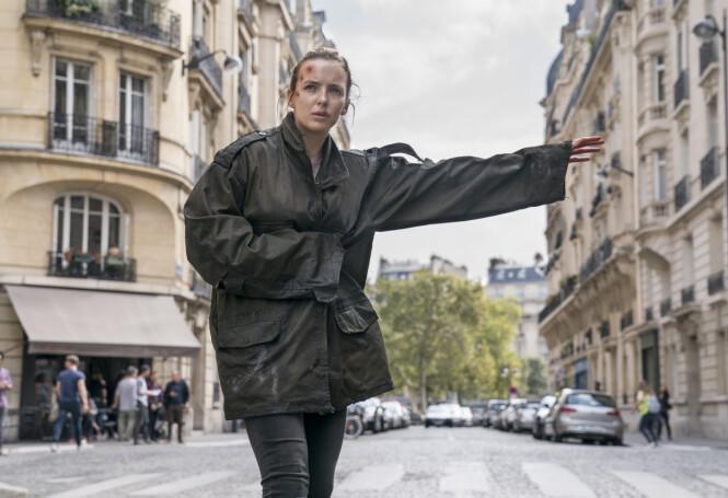 <strong>VILLANELLE:</strong> Jodie Comer dukker opp i en rekke forkledninger og forfatninger i «Killing Eve». Foto: HBO