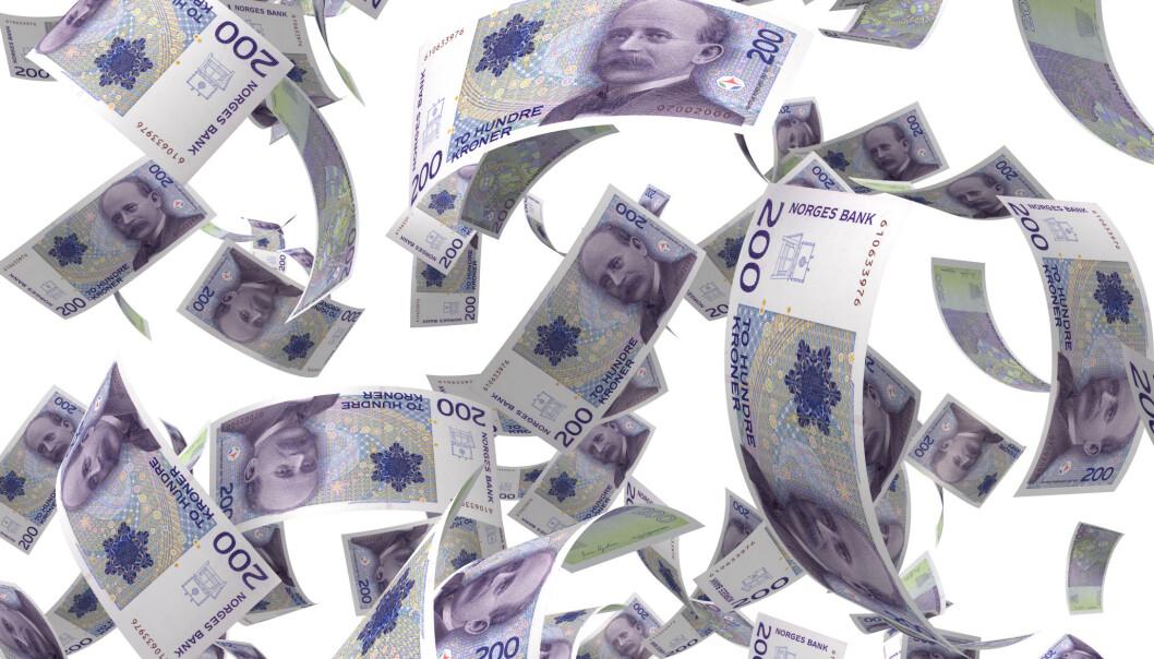 ØKONOMISK UAVHENGIG: Selv vanlige mennesker med lave inntekter kan bli rike på sikt hvis de sparer på riktig måte, mener forfattere av ny bok. Foto: NTB scanpix
