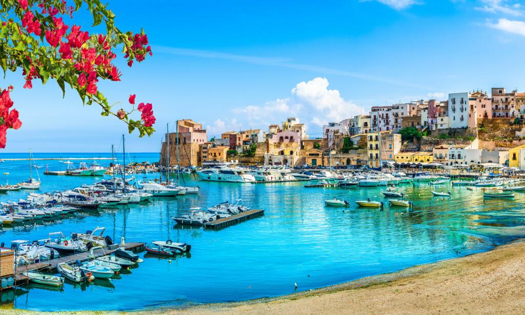SICILIA VIL BETALE FERIEN DIN: Sicilianske myndigheter har snekret sammen en redningsplanke verdt 50 millioner euro, som skal trekke turister tilbake til øya når grensene åpner. De tilbyr å betale halve flybilletten samt en natt på hotell og gratisbilletter til diverse attraksjoner, til alle som kommer på besøk i løpet av 2020. Foto: Shutterstock/NTB scanpix
