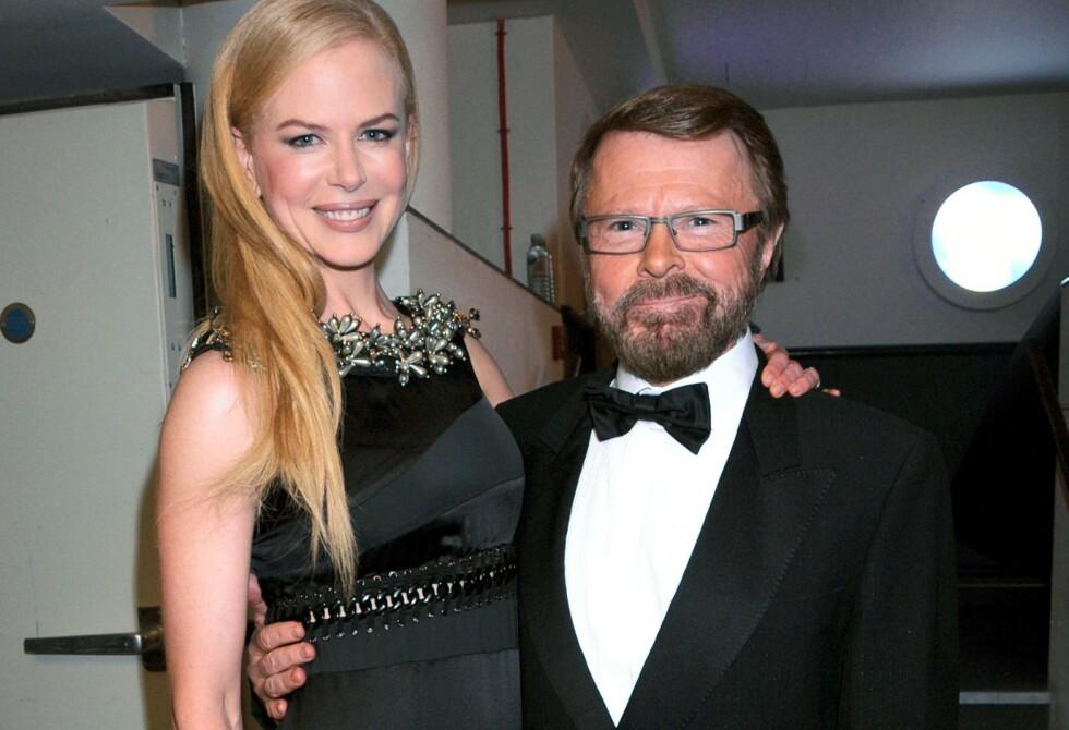 ÅPNER OPP: ABBA-medlem Björn Ulvaeus forteller om tiden da han slet med alkoholproblemer. Her avbildet med filmstjernen Nicole Kidman (t.v.) på National Movie Awards i London i 2008. Foto: Richard Young/ REX/ NTB scanpix