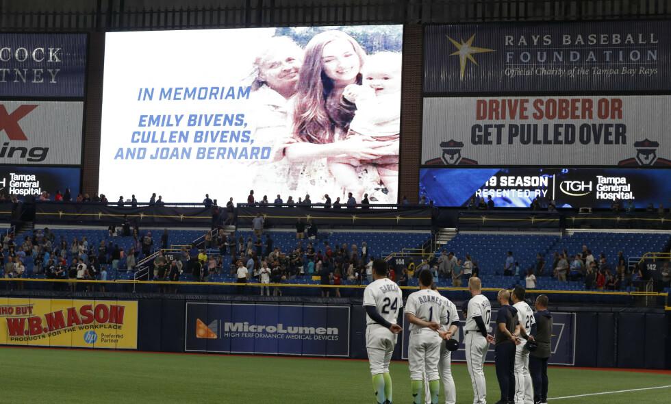 HEDRET: Blake Bivens familie ble hedret av Blake Bivens baseballklubb like etter drapene. Foto: Scott Audette/AP/NTB Scanpix