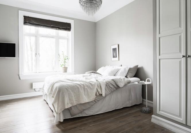 SOVEROM: Her er et av de to soverommene i ekteparets leilighet. Foto: Daniel Bergsagel