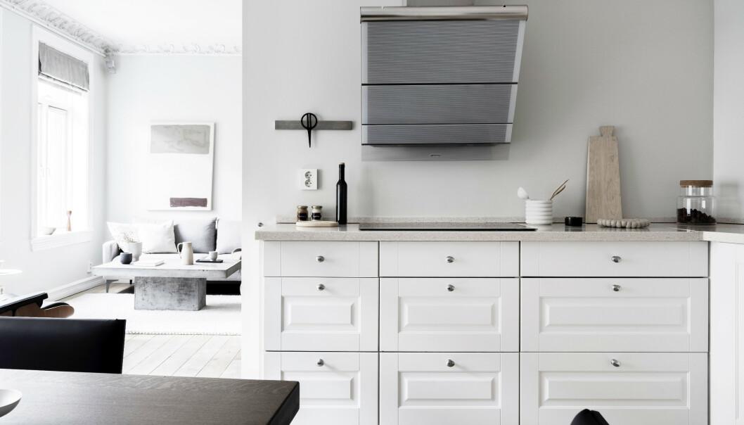 KJØKKEN: Her kan man se ekteparets lyse kjøkken. Foto: Daniel Bergsagel