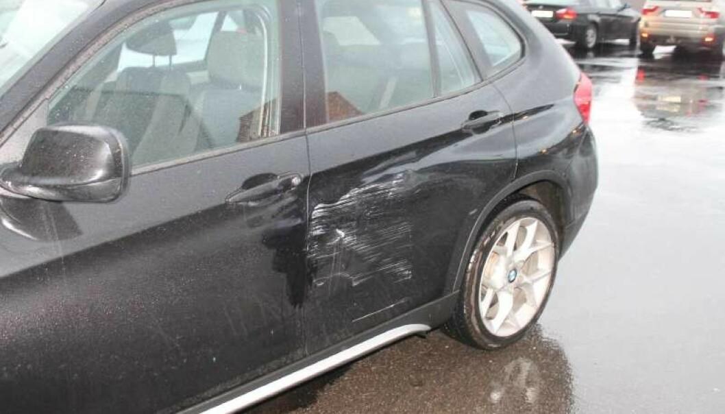 <strong>TYPISK SKADE:</strong> Mange tusen bileiere finner slike skader på bilen sin når de kommer ut i fra butikken. Det beste tipset er å parkere et stykke vekk fra inngangen. Foto: Gjensidige