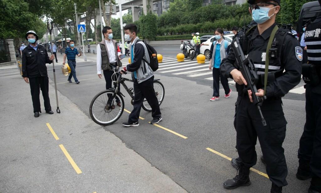 WUHAN: Det var i byen Wuhan, med sine 11 millioner innbyggere, at viruset hadde sitt utspring mot slutten av 2019. Nå meldes det for første gang siden 3. april om nye smittetilfeller i millionbyen. Foto: China Out / AFP / Scanpix