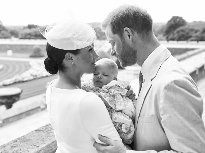 PRIVAT DÅP: Archies dåp i fjor var en svært privat affære. Likevel fikk vi se flere bilder av dåpsbarnet. Foto: AP/ NTB Scanpix
