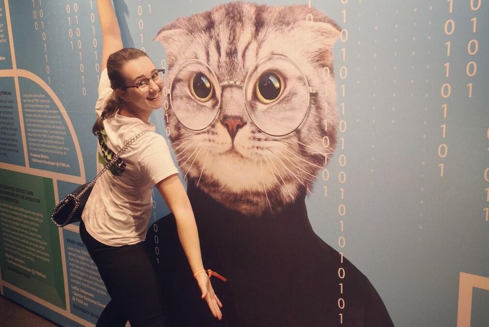 Emma Rasmusson jobber som blockchain-konsulent i Accenture som en del av studiet på Høyskolen Kristiania. 📸: Privat