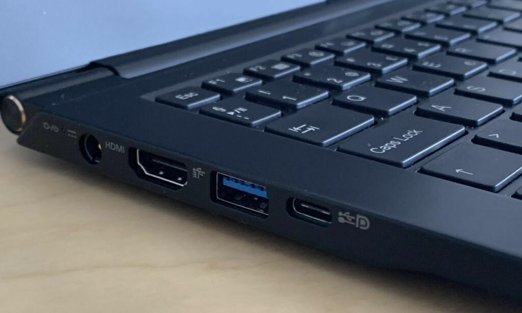 TO SKJERMUTGANGER: Med både HDMI og DisplayPort, kan du boldtre deg med skjermer på skrivebordet. Foto: Bjørn Eirik Loftås