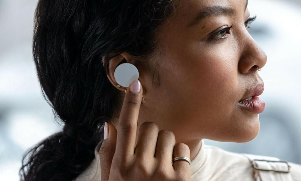 Surface EarBuds har et litt spesielt design. Foto: Microsoft