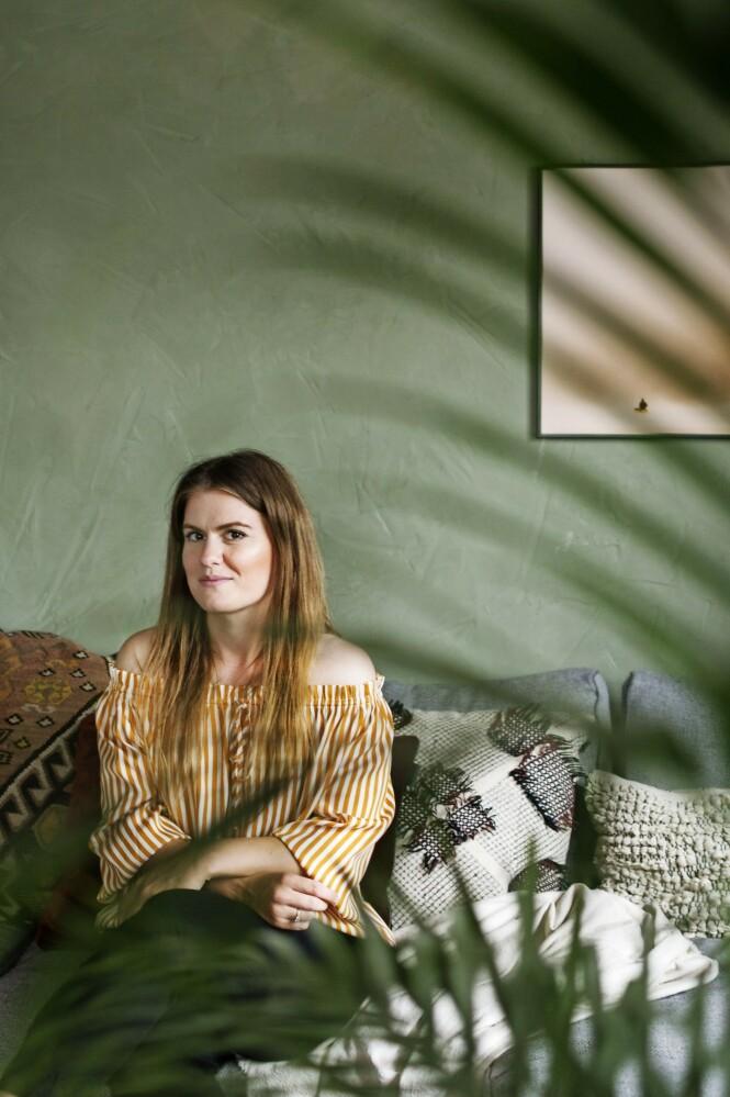 Fie trives utrolig godt med hus og hage og oppussingsprosjekter som tar laaang tid – etter noen år som byboer i København. FOTO: Mettemaje Skøtt og Camilla Skøtt
