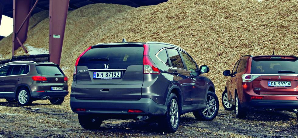 FAMILIEFAVORITTER: Honda CR-V og Mitsubishi Outlander kom som helt nye modeller i 2013. VW Tiguan som facelift. Alle solgte godt og utvalget er bra på finn.no. Foto: Espen Stensrud