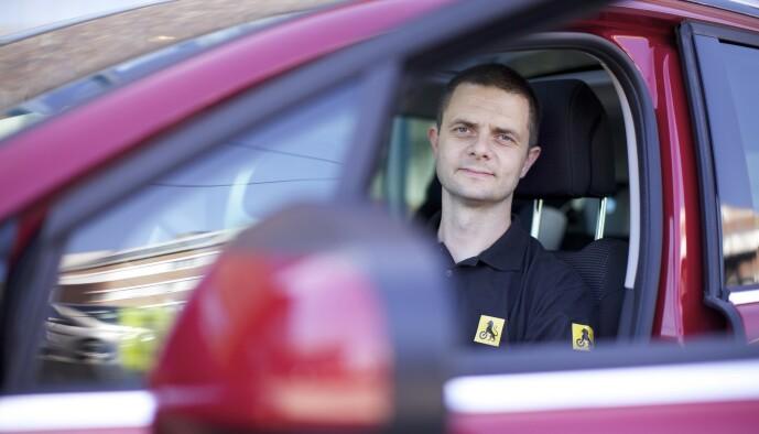 <strong>ADVARER:</strong> Senior kommunikasjonsrådgiver Nils Sødal i NAF mener man fortsatt må følge med på fartsgrensa selv. Foto: NAF