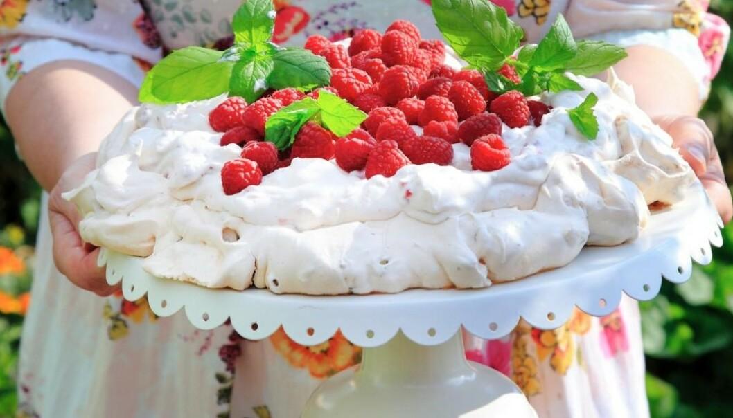 Festkake: En lekker pavlova skaper fest og er en kake for både små og store kakeelskere. Foto: Synøve Dreyer