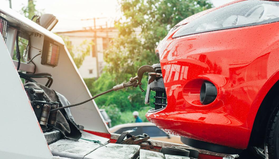 <strong>VEIHJELP:</strong> Batteriproblemer er en av hovedårsakene til at biler trenger veihjelp. Men hvilke bilmodeller er det som oftest krever assistanse - og hvilke modeller er de som det er minst risiko med, når det kommer til behovet for veihjelp? Det kan en tysk rapport avsløre. Foto: Shutterstock/NTB scanpix