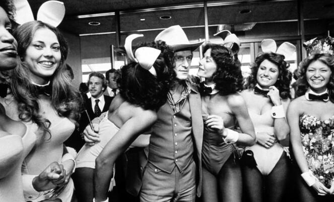 <strong>FULL PUPP:</strong> Hugh Hefner omgitt av «Playboy-bunnies» i 1979, samme år som Dorothy Stratten ble hans store stjerne. FOTO: NTB Scanpix