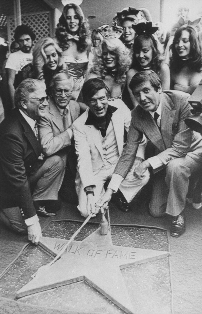 <strong>STJERNE:</strong> 10. april 1980 fikk Hugh Hefner sin egen stjerne på the Hollywood Walk of Fame i Los Angeles. FOTO: NTB Scanpix