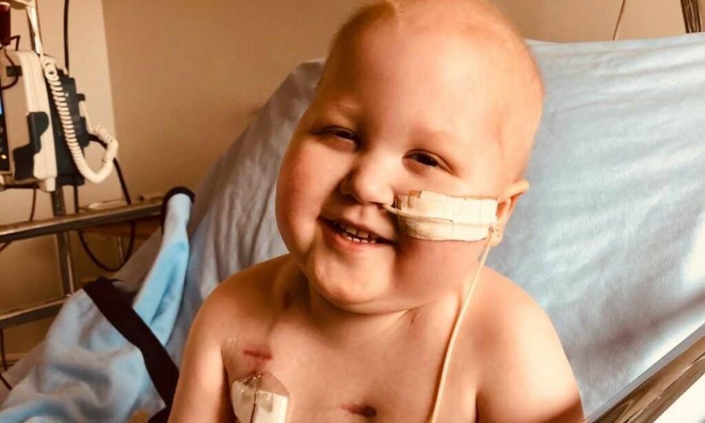 KREFTSYK: I oktober ble tre år gamle Gustav diagnostisert med akutt lymfatisk leukemi (ALL), og i midten av april fikk han påvist covid-19. Nå er han friskmeldt fra virussykdommen. Foto: Privat