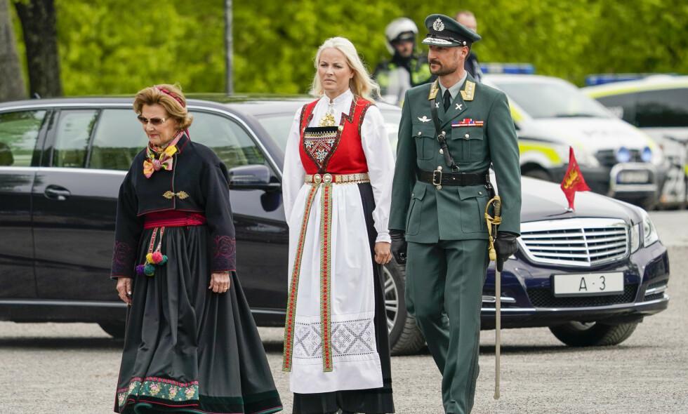 FRIGJØRINGSDAGEN: Kongefamilien er til stede på Akershus festning fredag, på det som er det første offisielle oppdraget siden mars. Foto: NTB Scanpix