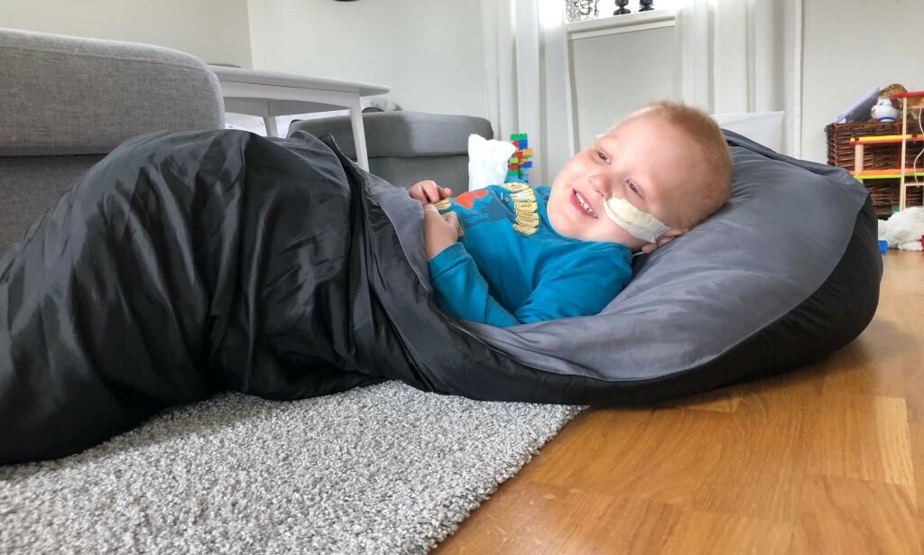 FRISK FRA COVID-19: Gustav har fått tilbake matlysten, og er i god form. Foto: Privat