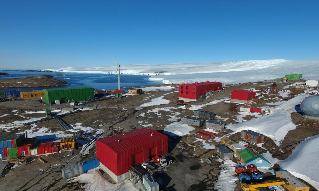 I LOCKDOWN: Et helt kontinent ble satt i lockdown etter at coronaviruset brøt ut. Her fra forskningsstasjonen Mawson på Antarktis Foto: Dan Suttle / Australian Antarctic Division / REUTERS / NTB scanpix
