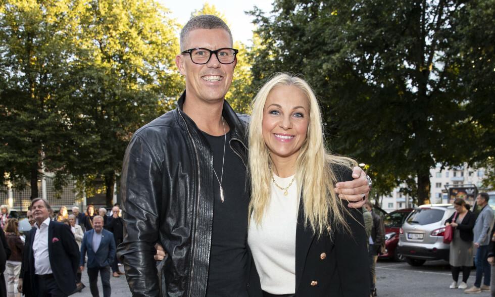 EKTESKAP PÅ VENT: Jan Fredrik Karlsen og Janne Formoe, her i 2019, må utsette bryllupet. Foto: Andreas Fadum/Se og Hør