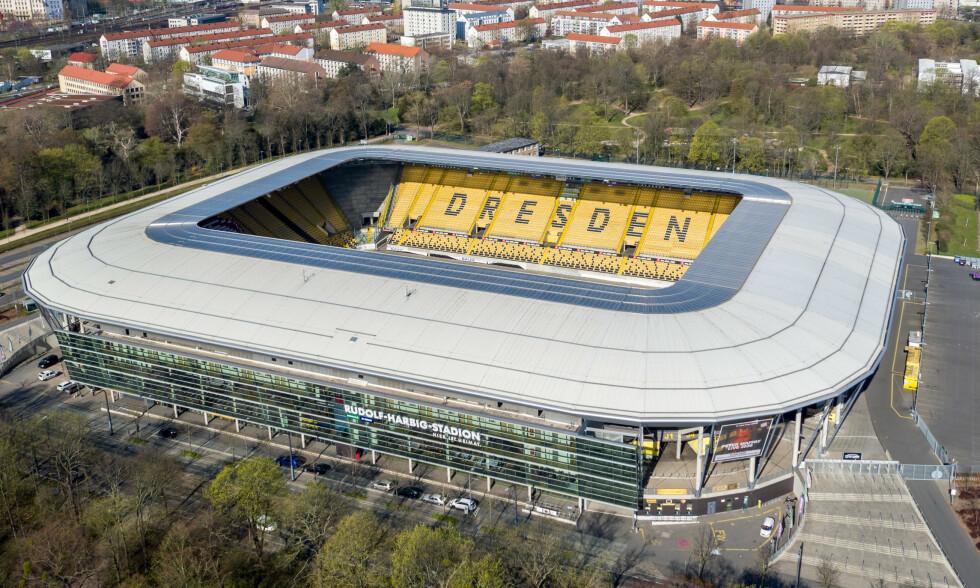 RAMMET: Her skulle Dynamo Dresden begynne å spille fotball igjen. Men lørdag kveld ble det klart at to av spillerne har testet positivt for corona. Foto: NTB scanpix